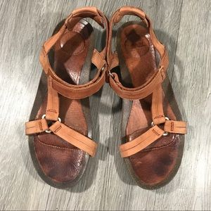 Teva Ysidro Universal Adjustable Brown Leather